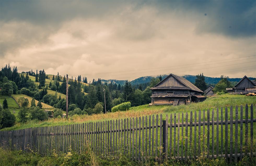 Дерев'яна хата у Ворохті